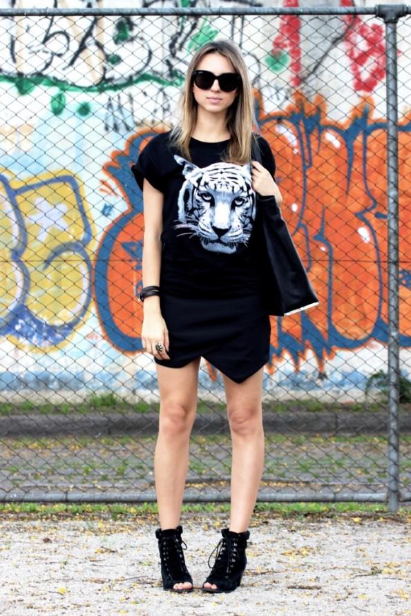 ook-saia-assimetrica-look-do-dia-tiger-t-shirt-street-style-fashion-blogger-ivi-cornelsen-styleupdate-ivi-cornelsen-05-695x1042