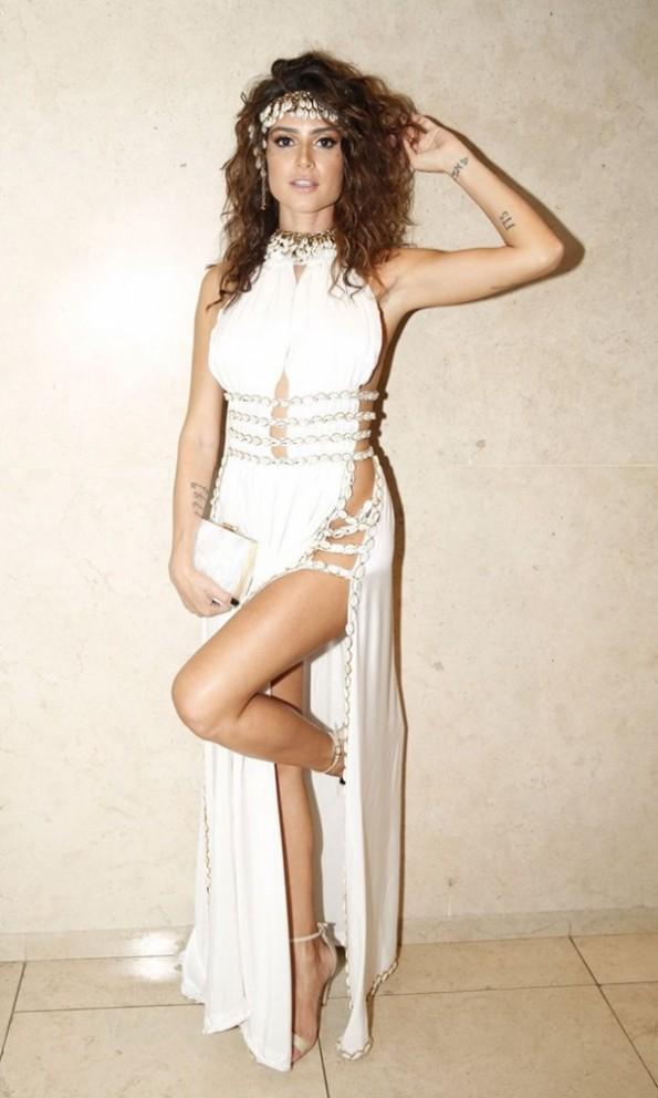 looks-baile-da-vogue-thaila-ayala-blogs-614x1024