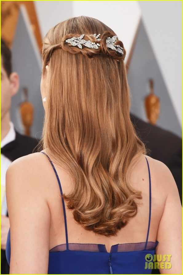 HOLLYWOOD, CA - FEBRUARY 28: Actress Brie Larson, hair detail, attends the 88th Annual Academy Awards at Hollywood & Highland Center on February 28, 2016 in Hollywood, California. (Photo by Jason Merritt/Getty Images)