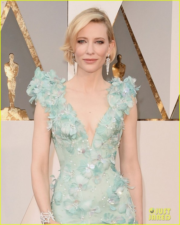 cate-blanchett-oscars-2016-red-carpet-02