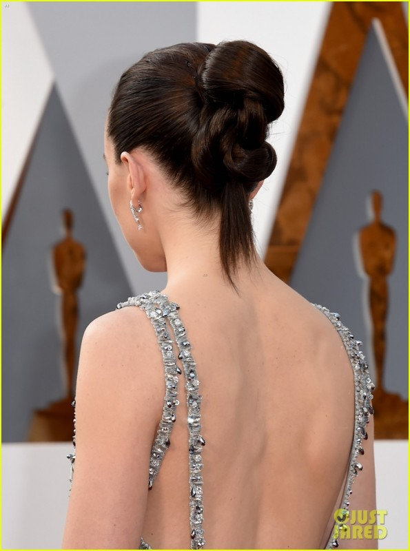 daisy-ridley-oscars-2016-red-carpet-04